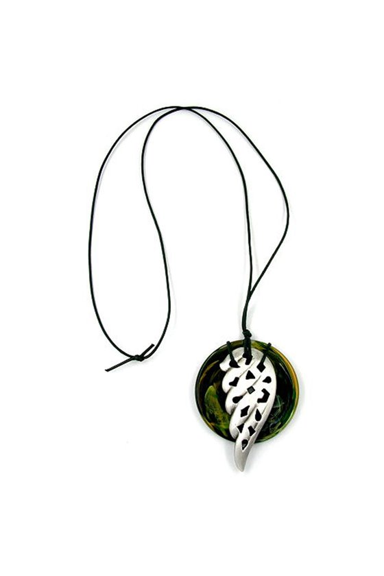 NECKLACE SILVER LEAF ON A GREEN DISK